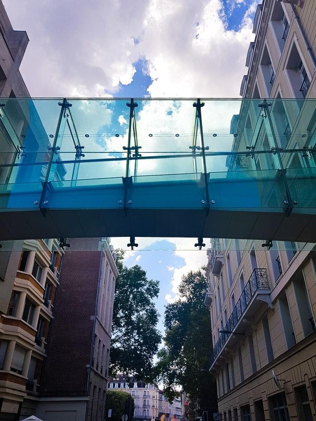 le pont entre 2 choses